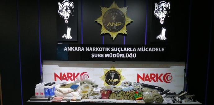 """""""VADİ"""" OPERASYONUNDA ELE GEÇİRİLEN MALZEMELER SERGİLENDİ"""