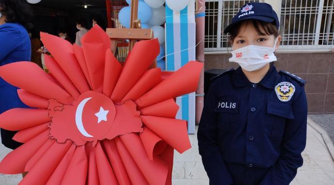 ÖĞRENCİLER POLİS HAFTASINI KUTLADI