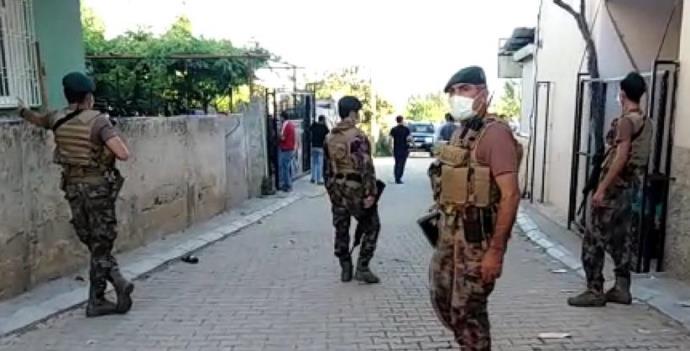 ÇOCUK KAVGASINDA 1'İ POLİS 2 KİŞİ YARALANDI