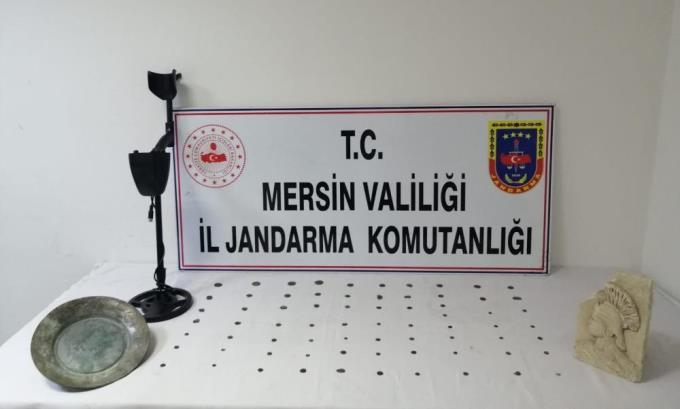 TARİHİ ESERLERİ SATACAKTI, JANDARMAYA YAKALANDI