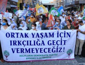 HDP AKDENİZ İLÇE ÖRGÜTÜ, IRKÇI SÖYLEM VE SALDIRILARI PROTESTO ETTİ