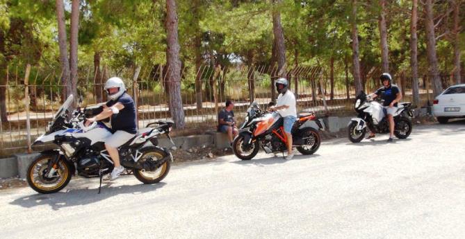 GÜVEN VERMEK İÇİN, ALMANYA'DAN MOTOSİKLETLERİ İLE GELDİLER