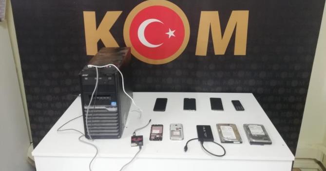 MERSİN'DE KAÇAK CEP TELEFONU ELE GEÇİRİLDİ
