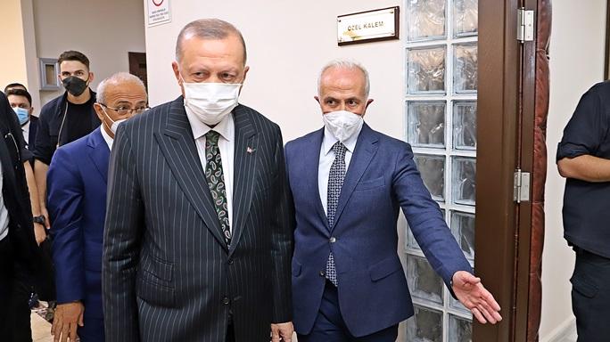 CUMHURBAŞKANI ERDOĞAN AKDENİZ BELEDİYESİ'NE ÇIKARMA YAPTI
