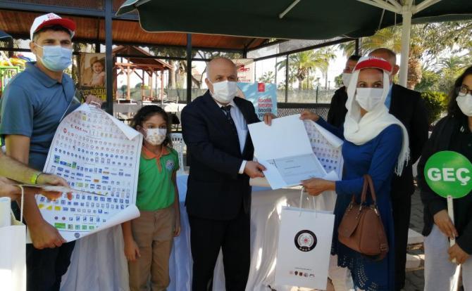 MERSİN'DE 'OKUL GEÇİDİ' GÖREVLİLERİNE SERTİFİKALARI TÖRENLE VERİLDİ